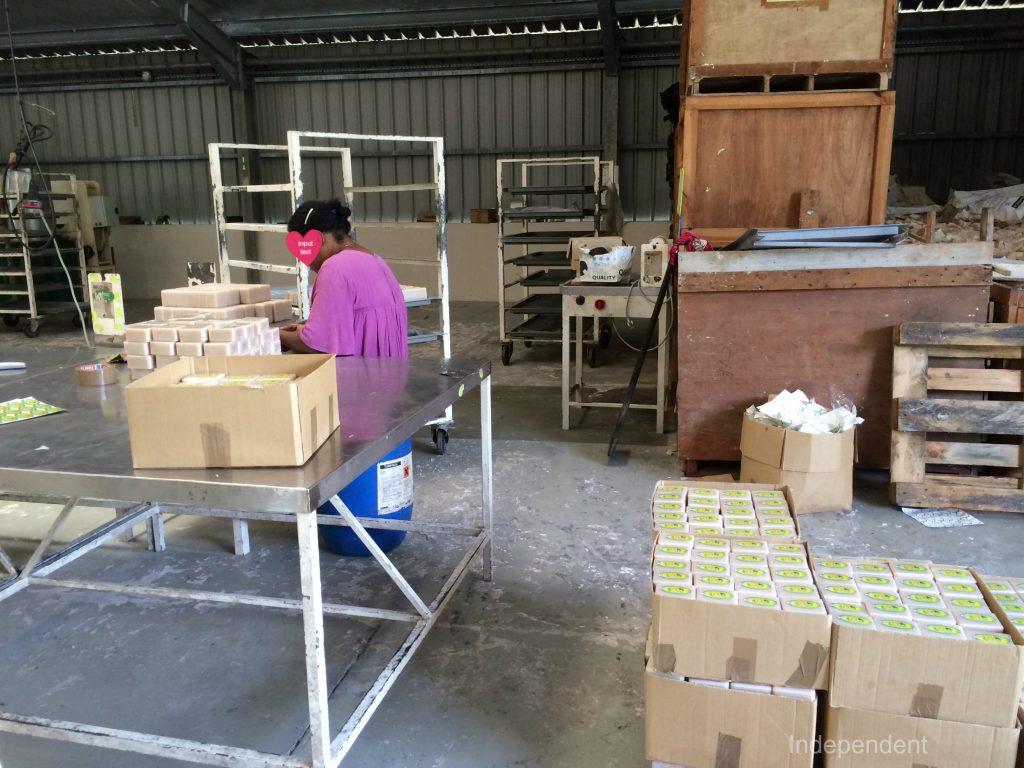 ウベア ココナッツ石鹸工場